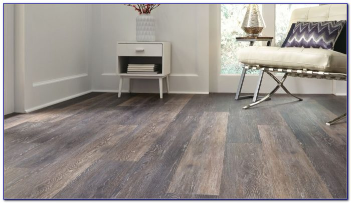 Do's & Don'ts When Cleaning Vinyl Plank Flooring